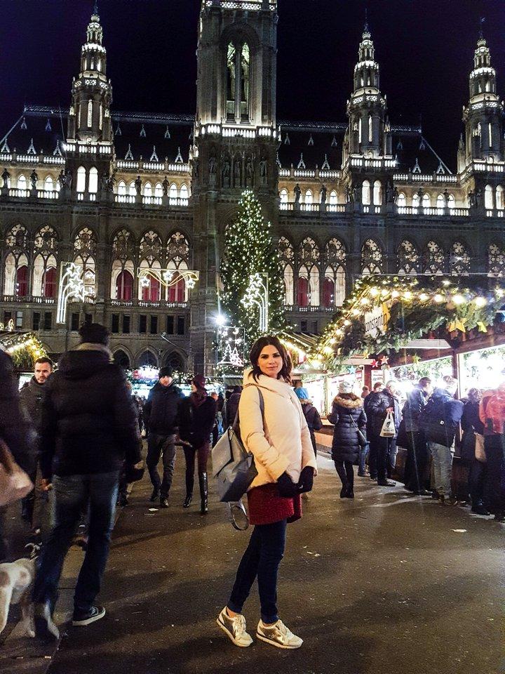 Ellie White la targul de craciun de la viena austria excursie