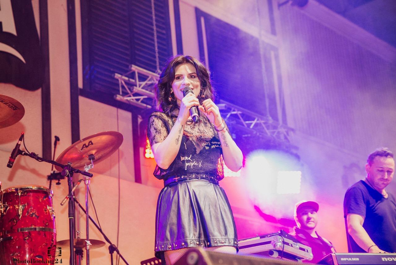 concert aniversar 18 ani dj project ellie white adela popescu giulia mira